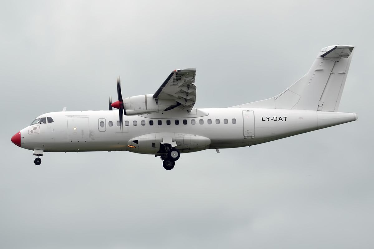 ATR42-500 fly fra DOT LT med registreringen LY-DAT.