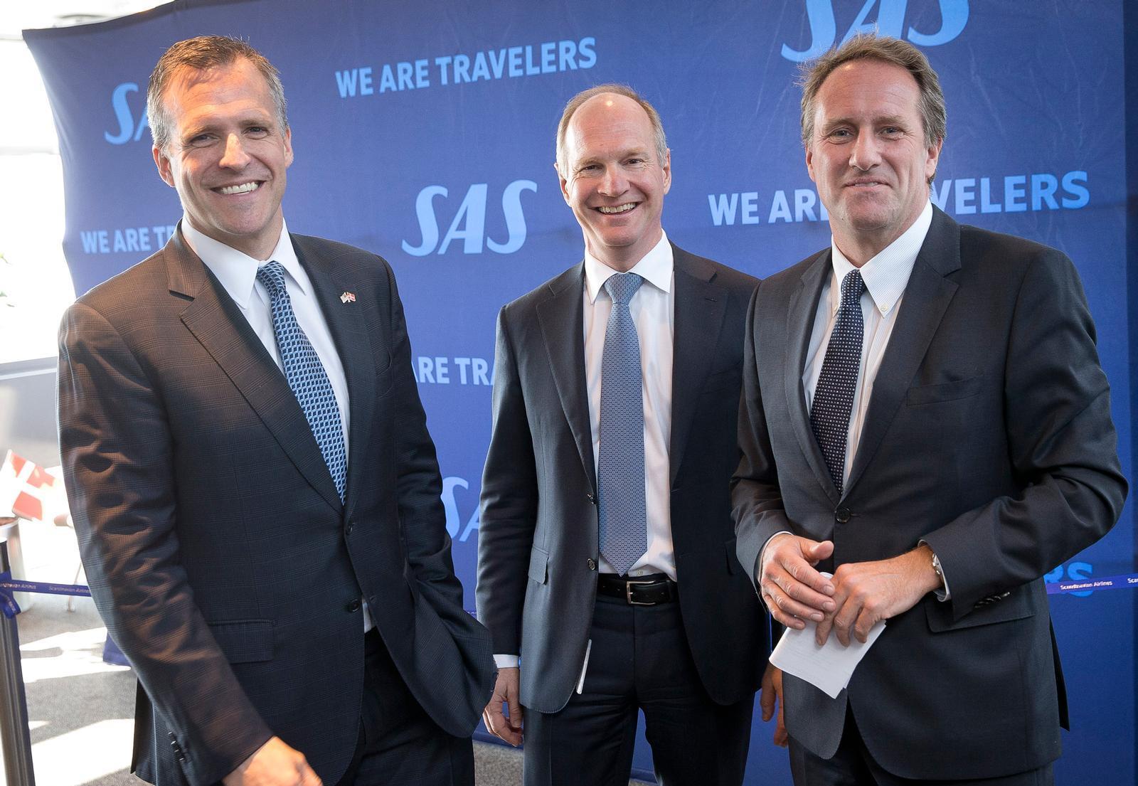 USA's ambassadør til Danmark, Rufus Gifford t.v.), Københavns Lufthavns direktør, Thomas Woldbye (midten) og Lars Sandahl Sørensen, koncerndriftsdirektør i SAS, ved indvielsen af Boston-ruten i marts 2016. (Foto: Ernst Tobisch.)