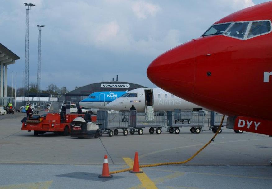 Forpladsen i Aalborg Lufthavn. (Foto: Ole Kirchert Christensen)