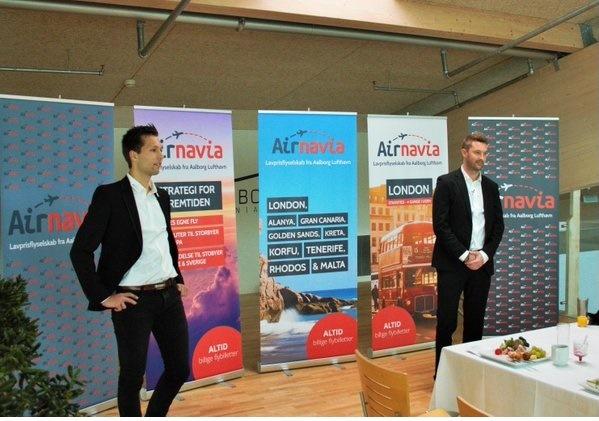 Mathias Østerberg Madsen og Lars Christian Linde fra Airnavia ved pressemødet i Aalborg Lufthavn den 10. november 2015. (Foto: Ole Kirchert Christensen)