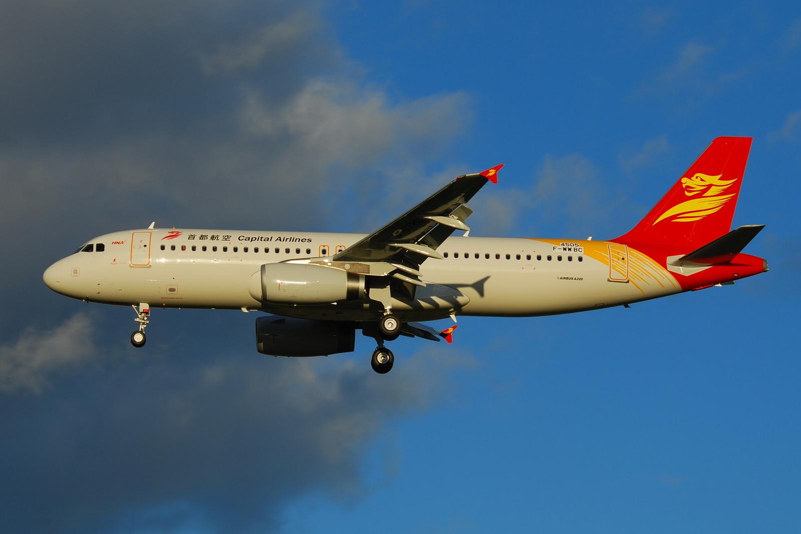 Et Airbus A320-fly fra Beijing Capital Airlines. Selskabet anvender større Airbus A330-fly på ruterne til København.