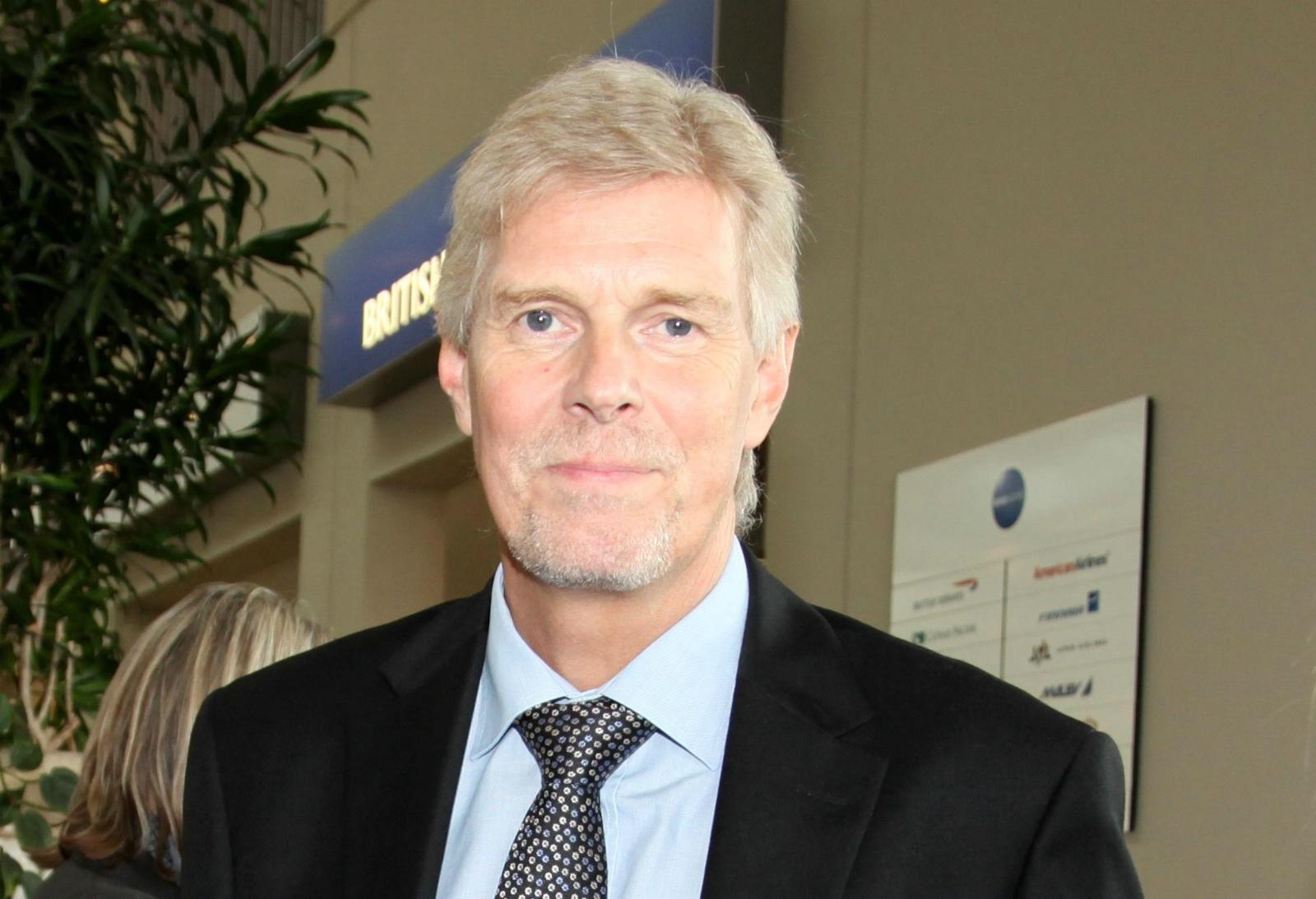 """""""Det er et oplæg til forhandling. Der er ingen der ved hvor det ender,"""" siger Billund Lufthavns direktør, Kjeld Zacho Jørgensen, om regeringens forslag om at droppe jernbanen til lufthavnen."""