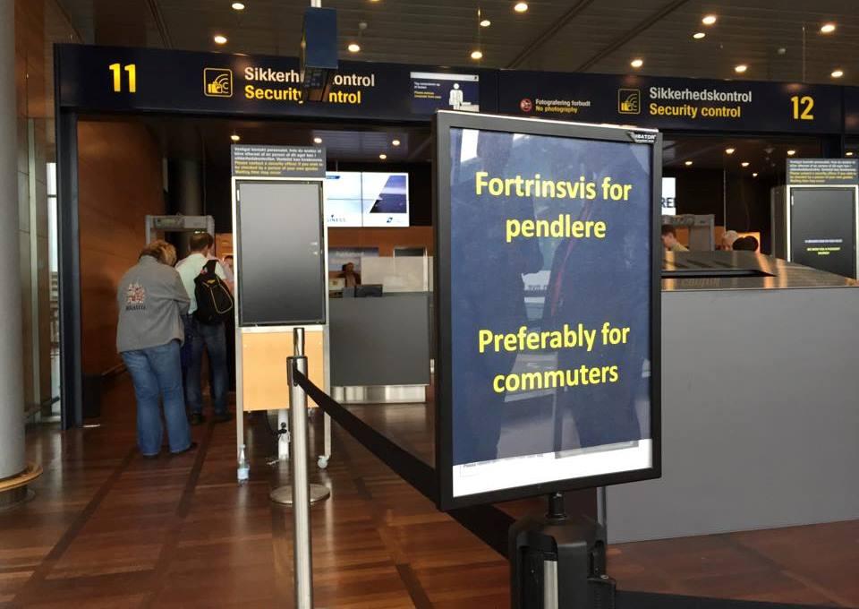 Københavns Lufthavn oprettede sidste år to særlige pendlerspor i sikkerhedskontrollen. Nu vil lufthavnen undersøge muligheden for at lave et spor til indenrigsrejsende.