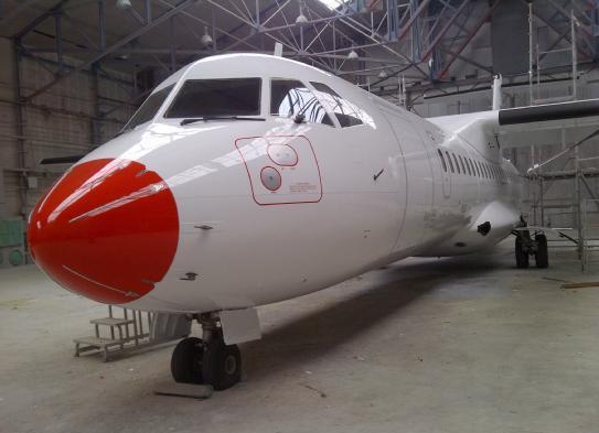 Danish Air Transport ATR72-200 registrering OY-LHA i hangar.