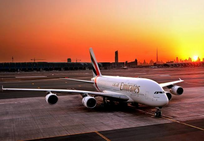 Emirates A380-800 i Dubai International Airport. (Foto: Emirates)