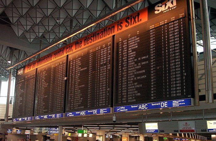 Afgangstavler i Frankfurt Lufthavn – Terminal 1.