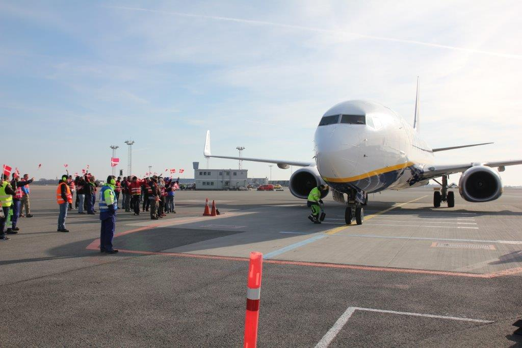 Det første Ryanair-fly blev mødt med røde faner, da det landede i CPH i 2015.