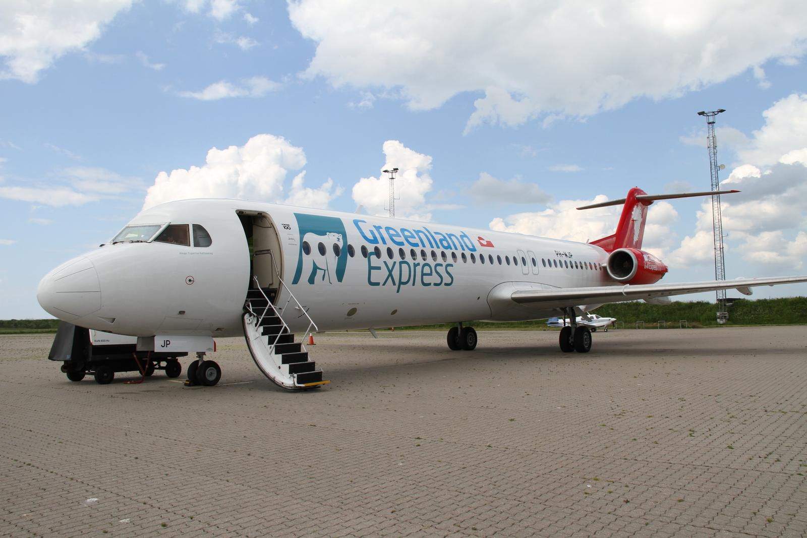 Fokker F-100 fly fra Denim Air i Aalborg Lufthavn.