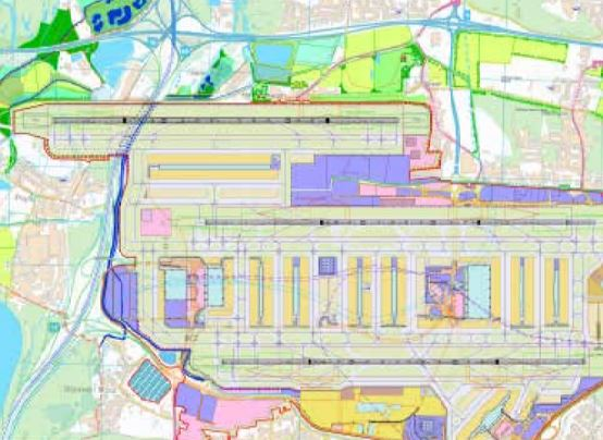 Den tredje bane foreslås bygget parallelt med de de to nuværende baner, men forskudt mod nordvest.