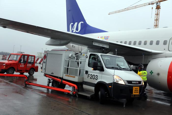 SAS-fly får tanket biobrændstof i Oslo Lufthavn (Foto: Oslo Lufthavn)