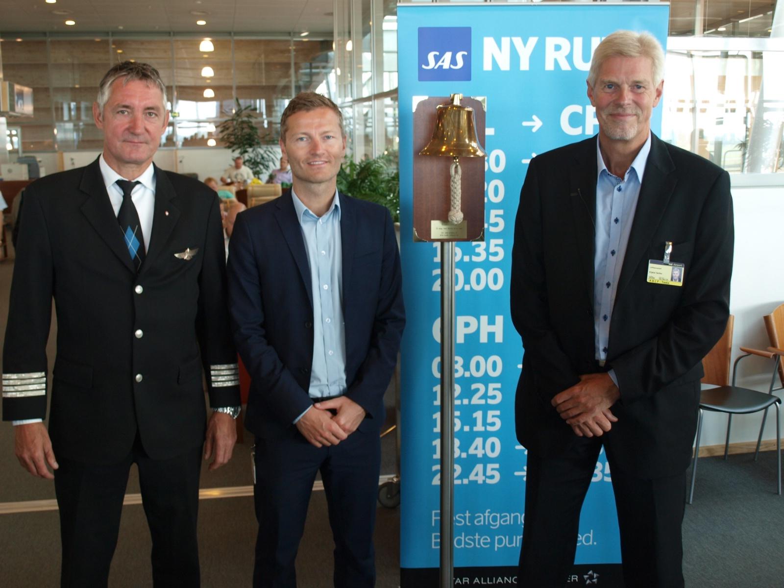 Administrerende direktør Kjeld Zacho Jørgensen (t.h.) byder SAS velkommen hjem til Billund den 13. august 2012. (Arkivfoto: Ole Kirchert Christensen)