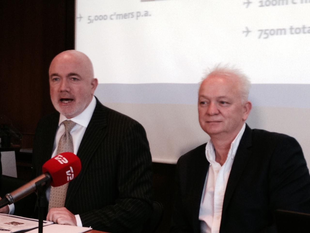 Kommerciel direktør David O´Brien (t.v.) og personaledirektør Eddie Wilson (t.h.) fra Ryanair til pressemøde i København i 2015. (Foto: Andreas Krog)