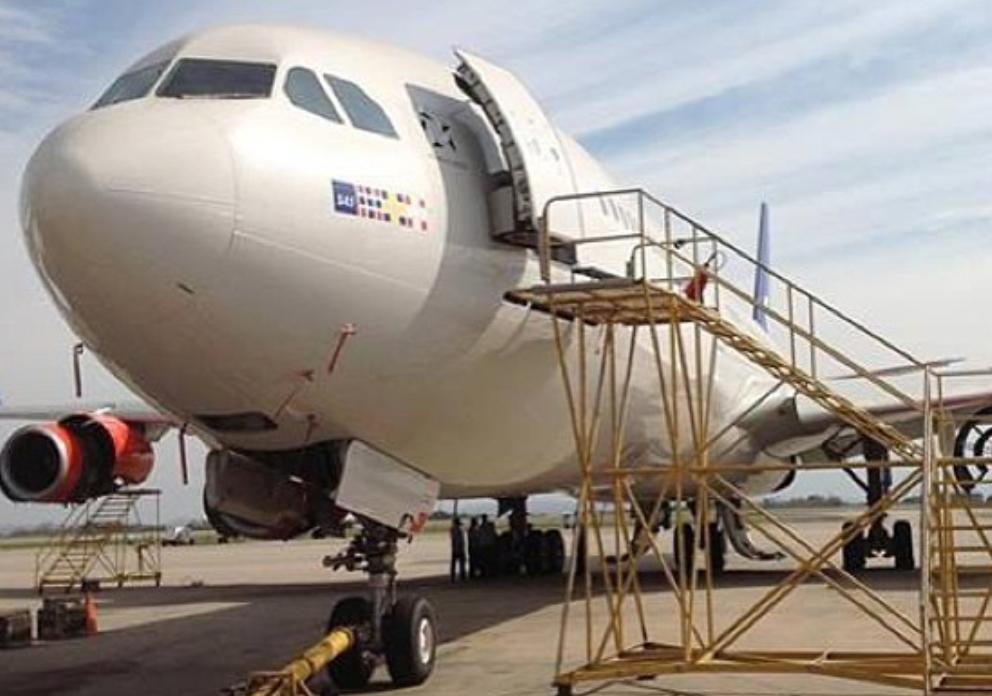 LN-RKP, da flyet blev gjort klar til levering til SAS.