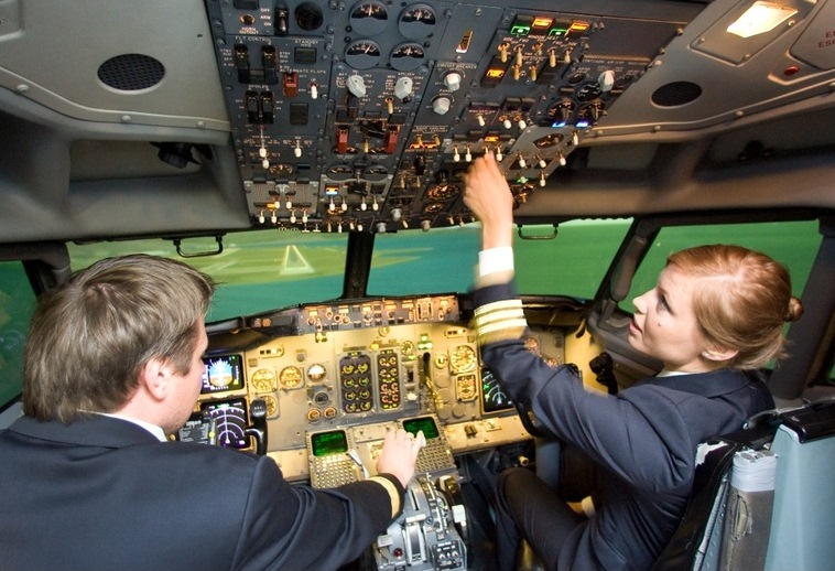 Piloter fra litauiske Small Planet Airlines.