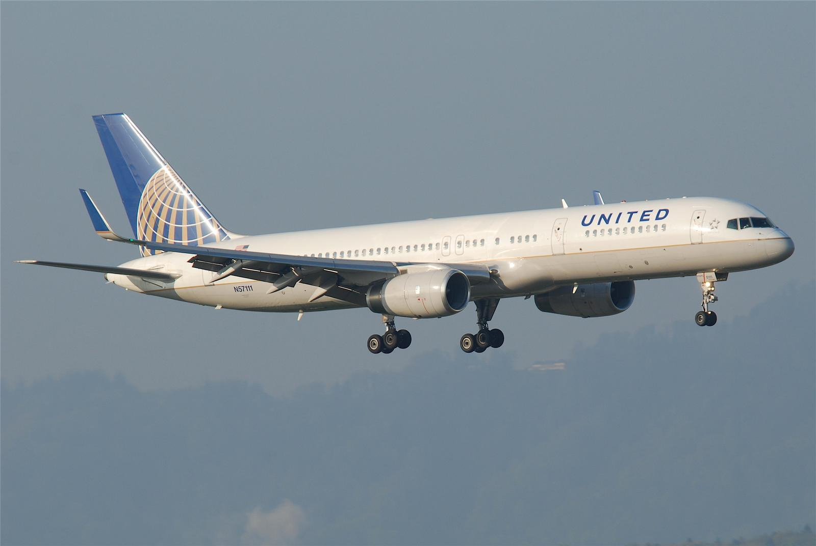 Boeing 757 fra United Airlines.