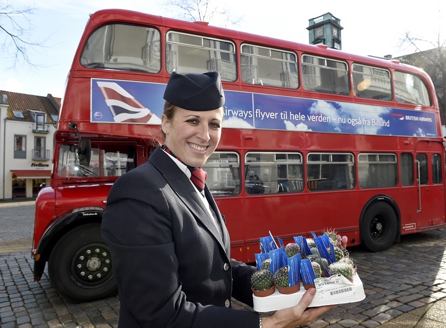 British Airways har benyttet røde dobbeltdækker-busser til at markedsføre den nye rute fra Billund til London-Heathrow.
