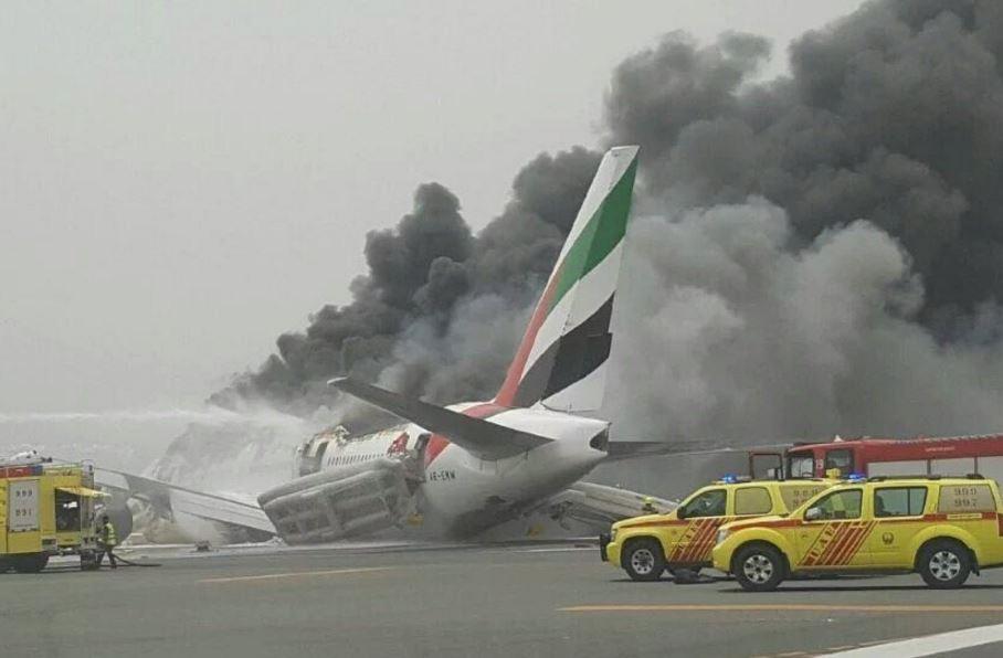 Et Boeing 777-300ER fly fra Emirates udbrændte totalt under landing i Dubai i august 2016. Foto: Twitter