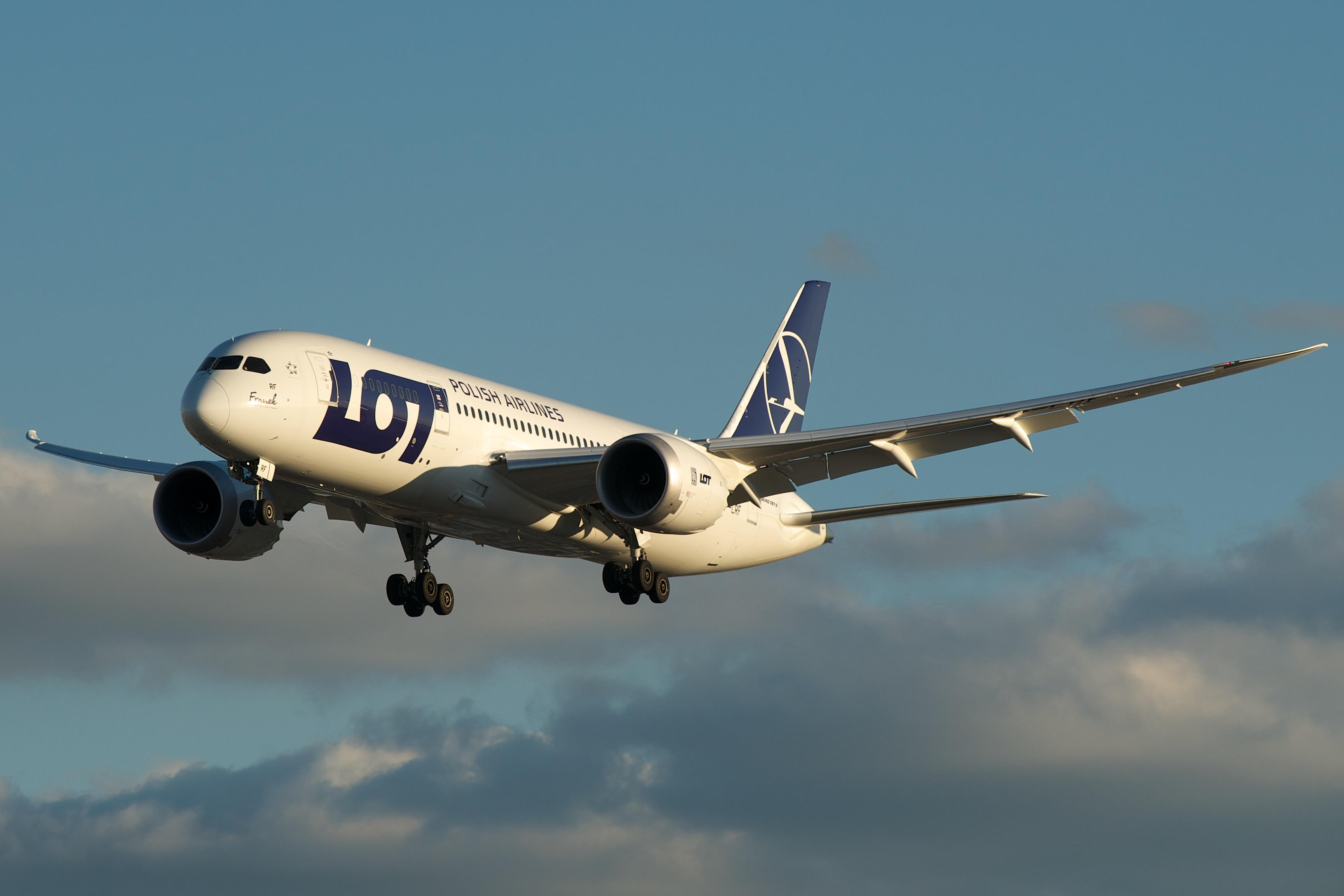 Boeing 787-8 Dreamliner fra LOT. (Foto: BriYYZ)