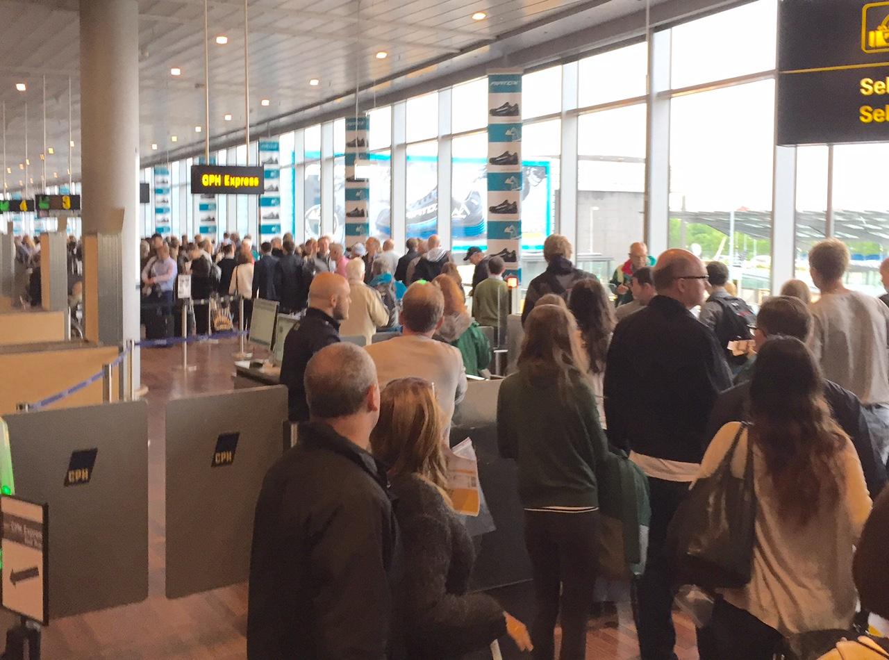 Adskillige gange i løbet af 2016 var der særdeles lange køer ved sikkerhedskontrollen i Københavns Lufthavn. Foto: Andreas Krog.