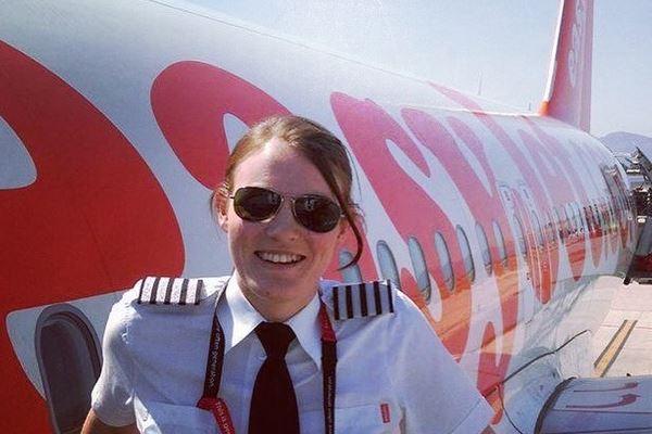 26-årige Kate McWilliams kan kalde sig flykaptajn hos easyJet. (Foto: easyJet)