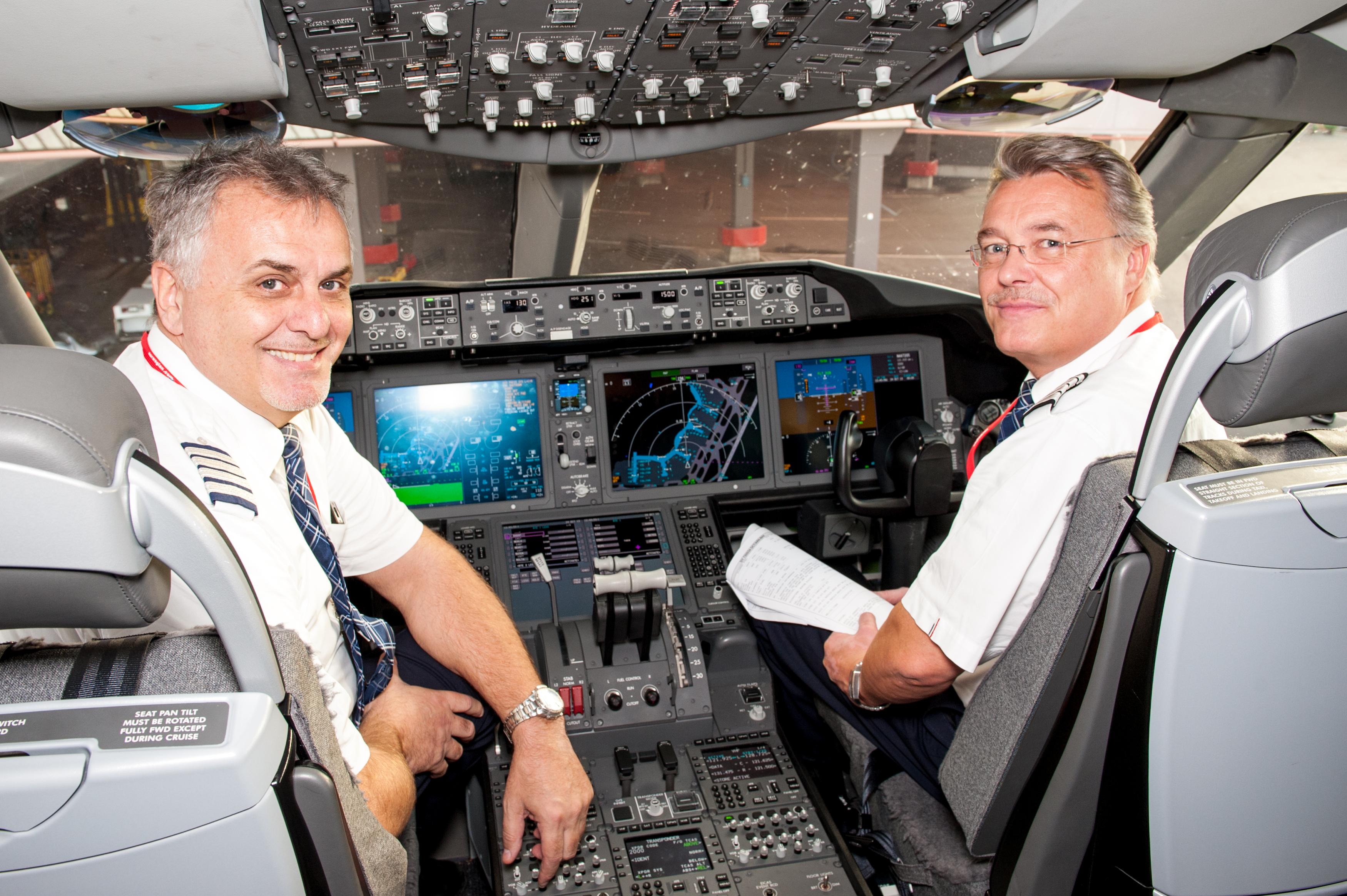 Piloter i cockpittet på et af Norwegians Boeing 787-fly. (Arkivfoto: Norwegian/PR)