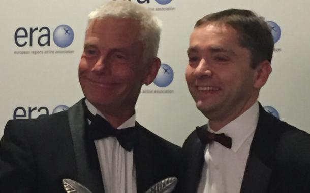 Jesper Rungholm (t.v.) får overrakt ERA´s Personal Excellence Award. (Foto: Satu Dahl)