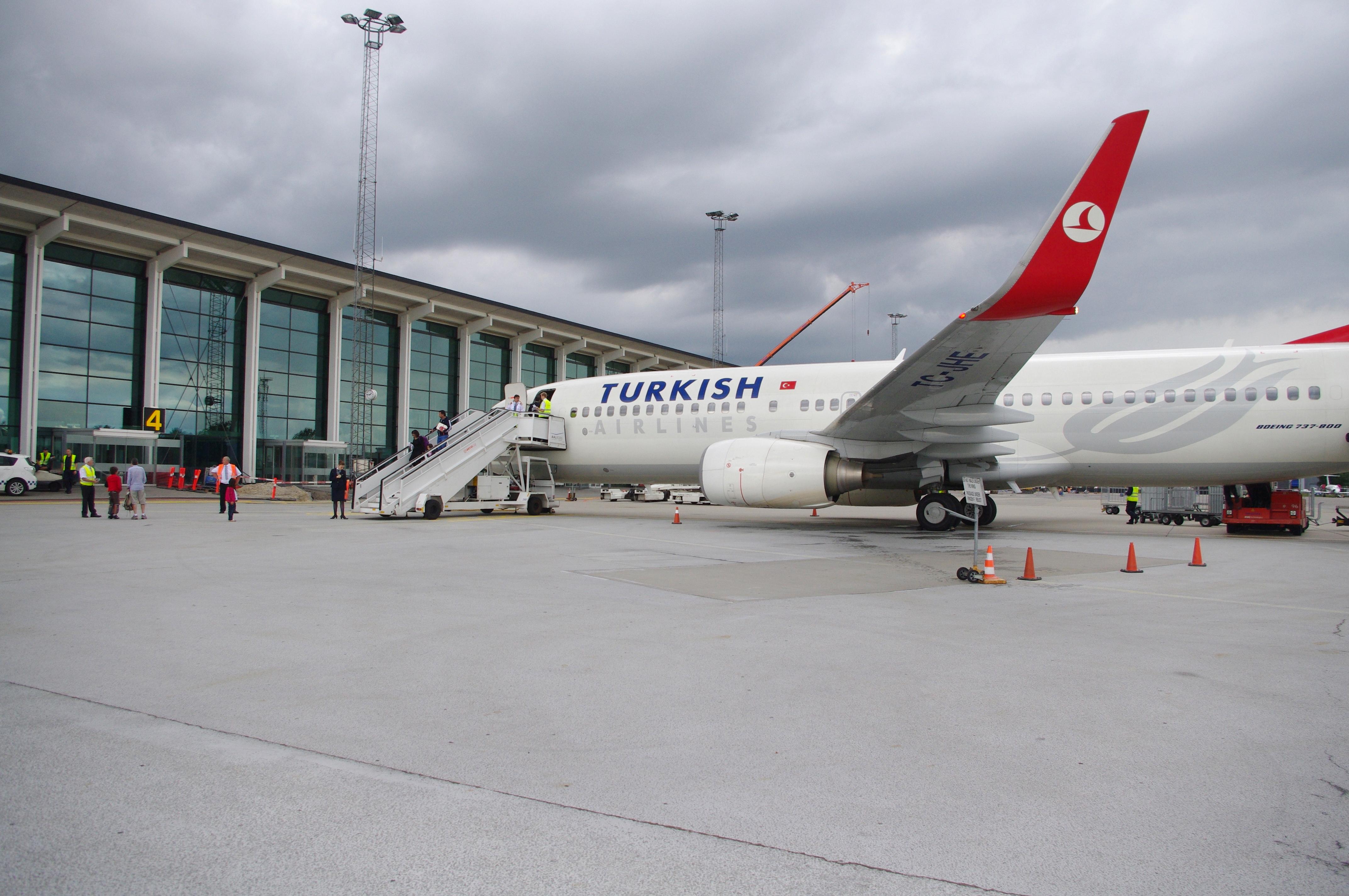 Turkish Airlines-fly ved gaten i Aalborg Lufthavn. (Foto: Aalborg Lufthavn)