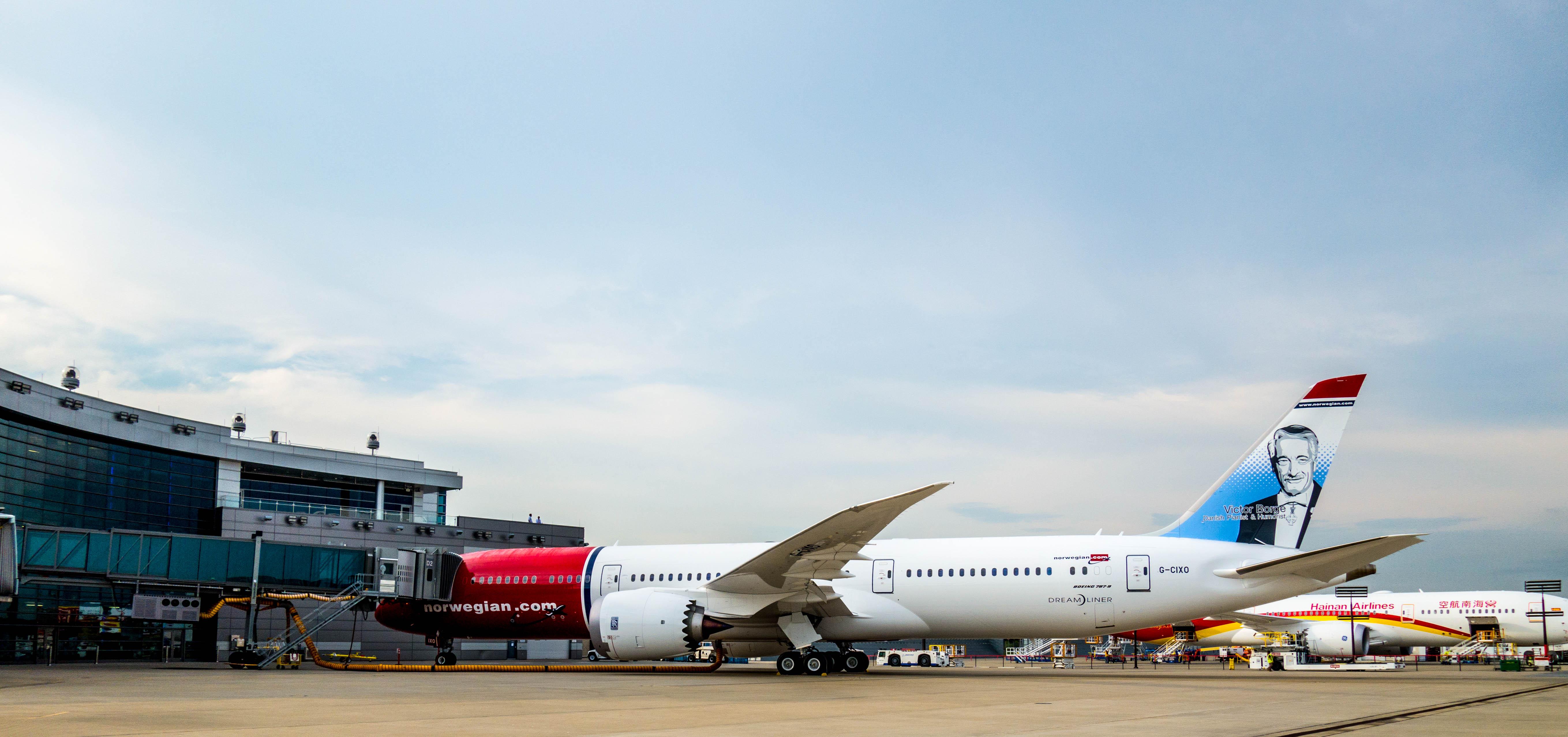 Et Boeing 787-9 Dreamliner fly med den danske entertainer Victor Borge er det ene af de to nuværende fly på Norwegian Air UK's driftstilladelse. Foto: Norwegian/PR