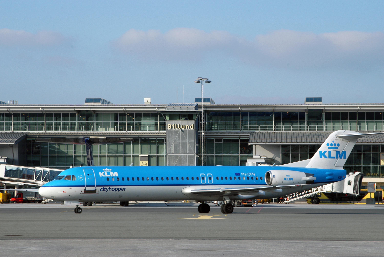 KLM´s Fokker F100 i Billund Lufthavn. (Arkivfoto: Billund Lufthavn)