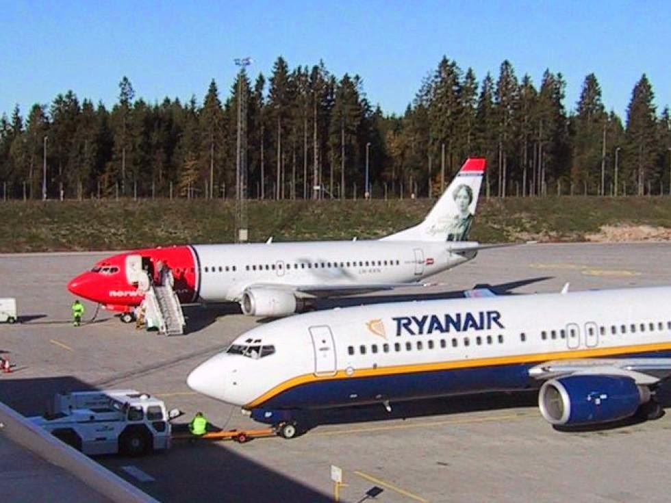 Norwegian og Ryanair side om side. (Foto: Torp Sandefjord Lufthavn)