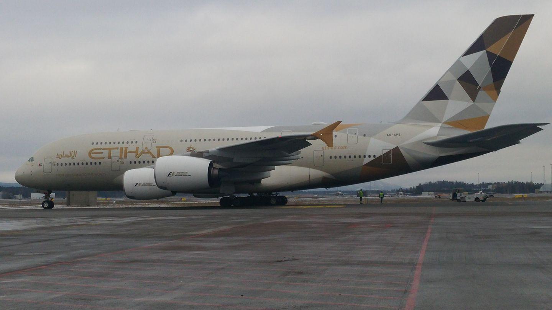 Airbus A380-flyet fra Etihad var på vej mod New York, da det måtte gå ned i Oslo Gardermoen. Foto: Christer Marius Nilsen.