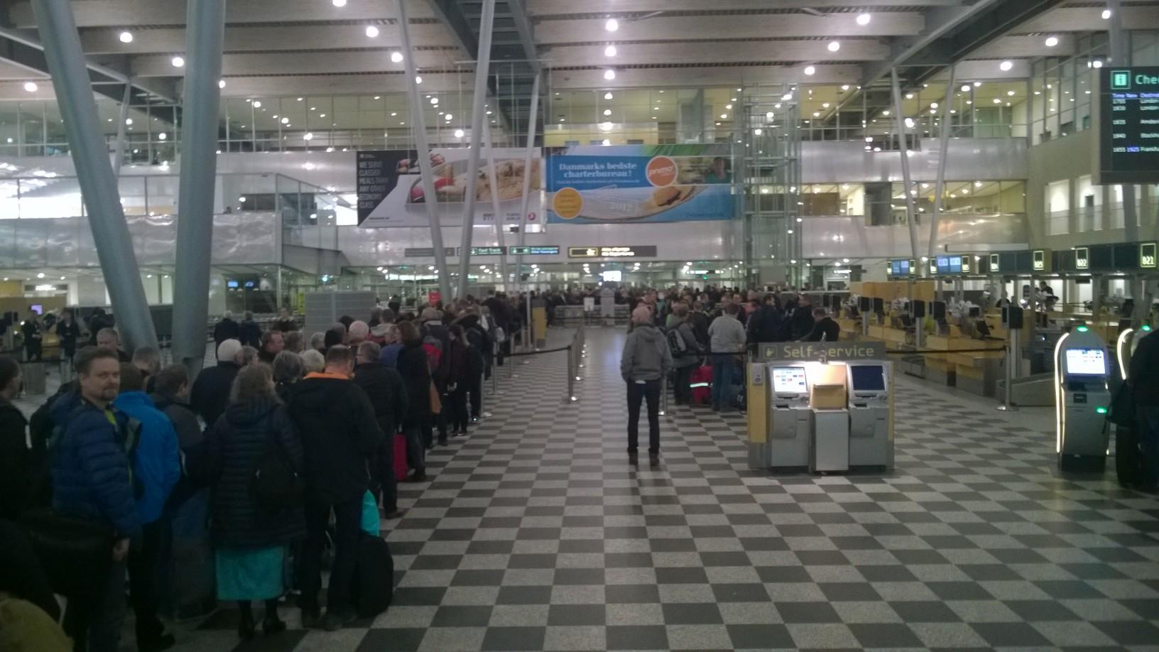 indtjekning i lufthavnen