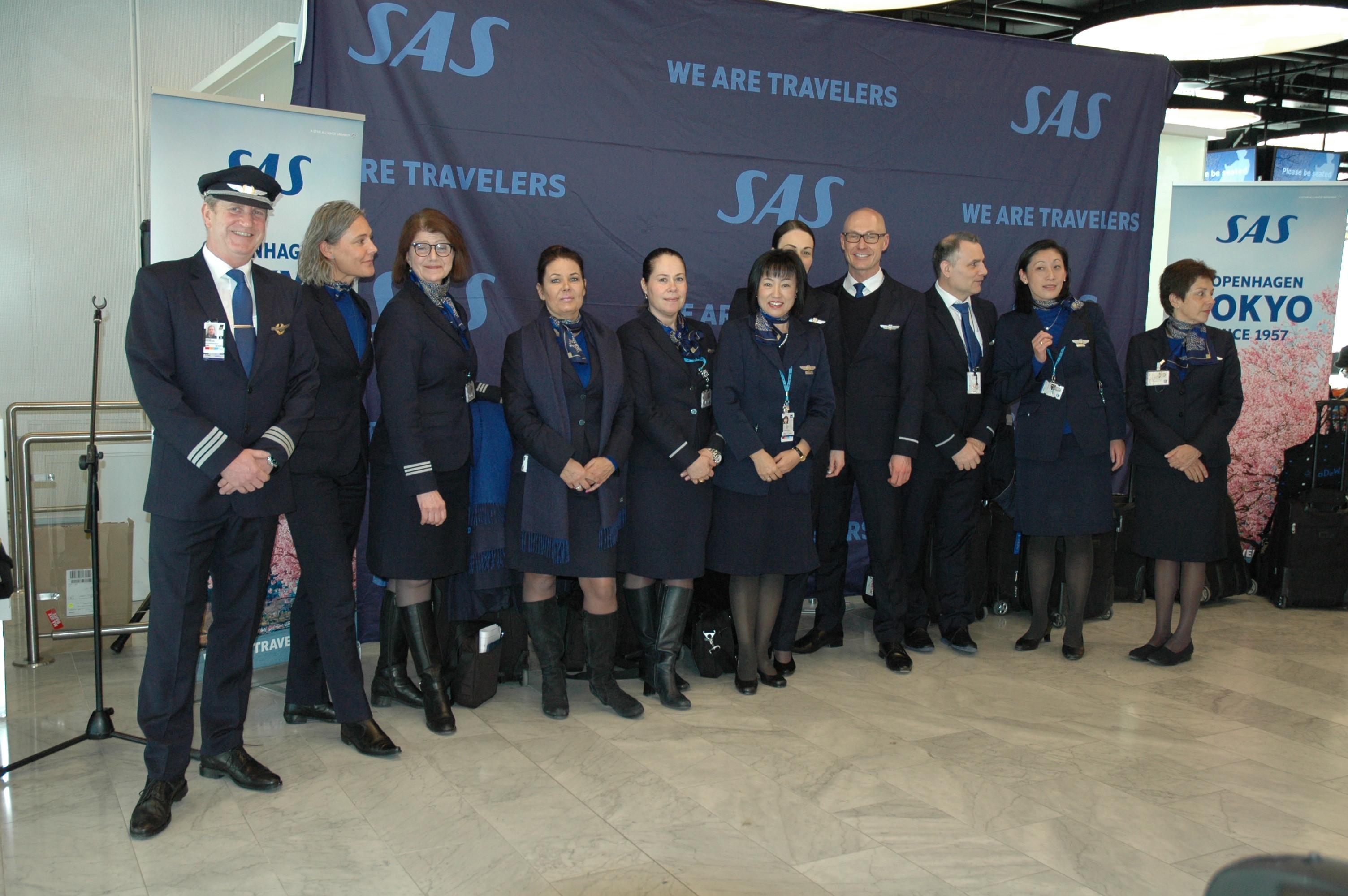 SAS-besætningen klar til jubilæumsflyvningen på SK983 på 60-årsdagen for indvielsen af polarruten til Tokyo. (Foto: SAS)
