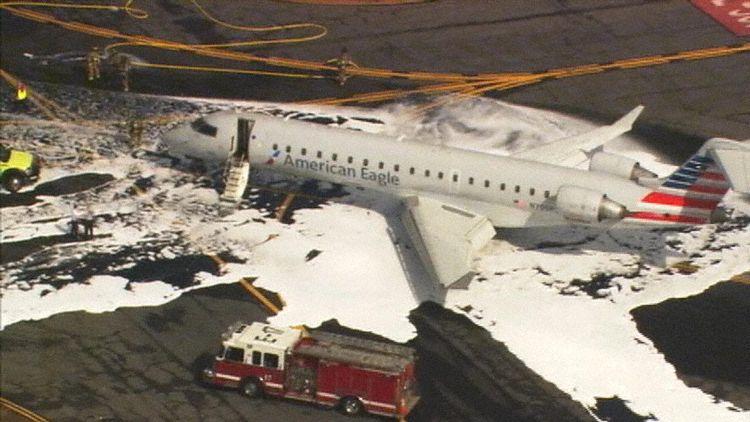 Bombardier CRJ700-flyet fra PSA Airlines efter landingen. (Foto: WSOCTV.com)