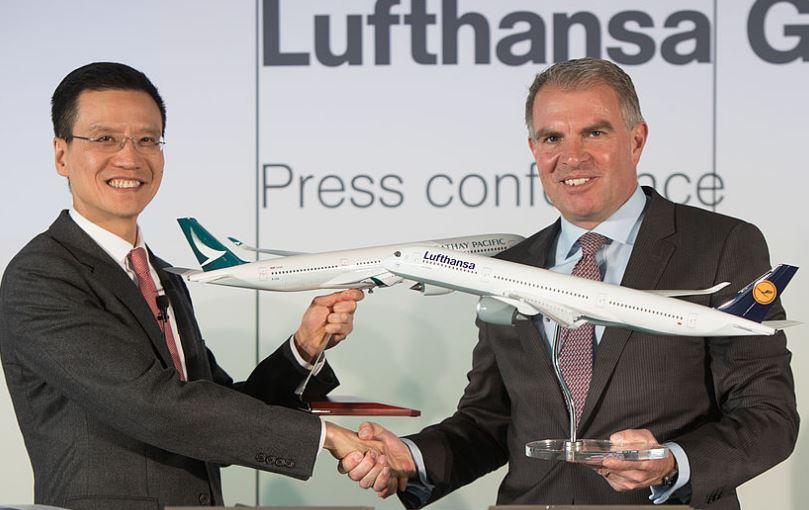 Koncerndirektør Ivan Chu fra Cathay Pacific og Lufthansa Gruppens øverste chef, Carsten Spohr. Foto: Lufthansa.