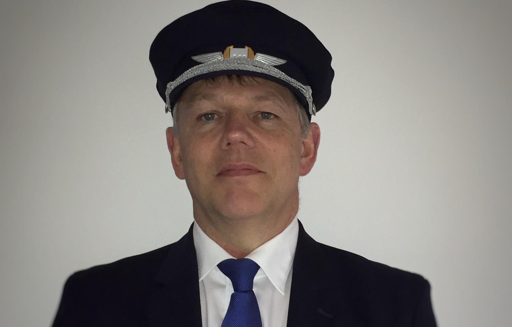 Den færøske SAS-kaptajn Herálvur Nielsen er en del af et særligt team, der skal flyve til Færøerne (Privatfoto)