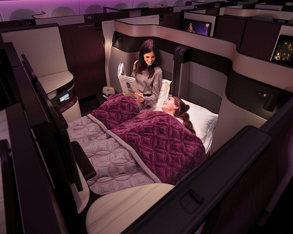 QSuite med dobbeltseng på Business Class hos Qatar Airways. (Foto: Qatar Airways)