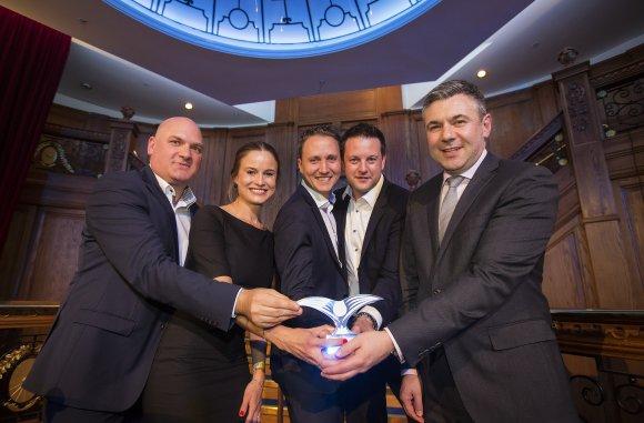 Repræsentanter fra München Lufthavn modtager Routes Europe Marketing Award: Foto: Routes Online)