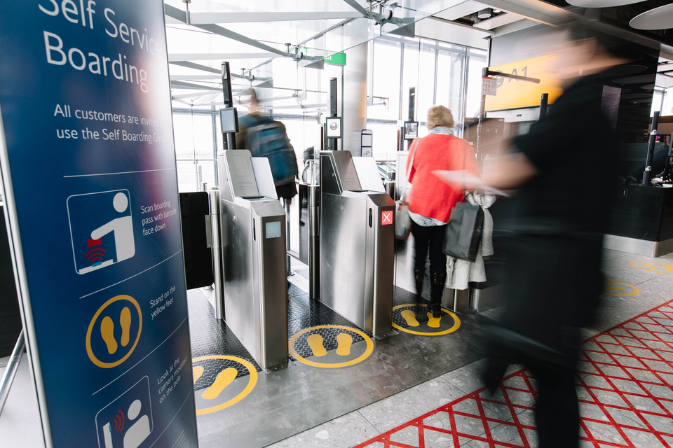 Biometriske ansigtsscannere til  indenrigsafgange i Storbritannien. Foto: British Airways.