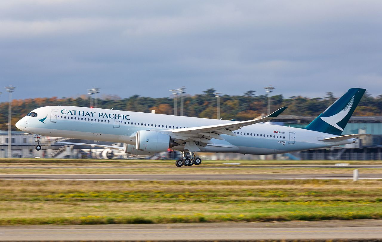 Et Airbus A350-fly fra Cathay Pacific. Foto: Clément Gruin / Wikimedia Commons.