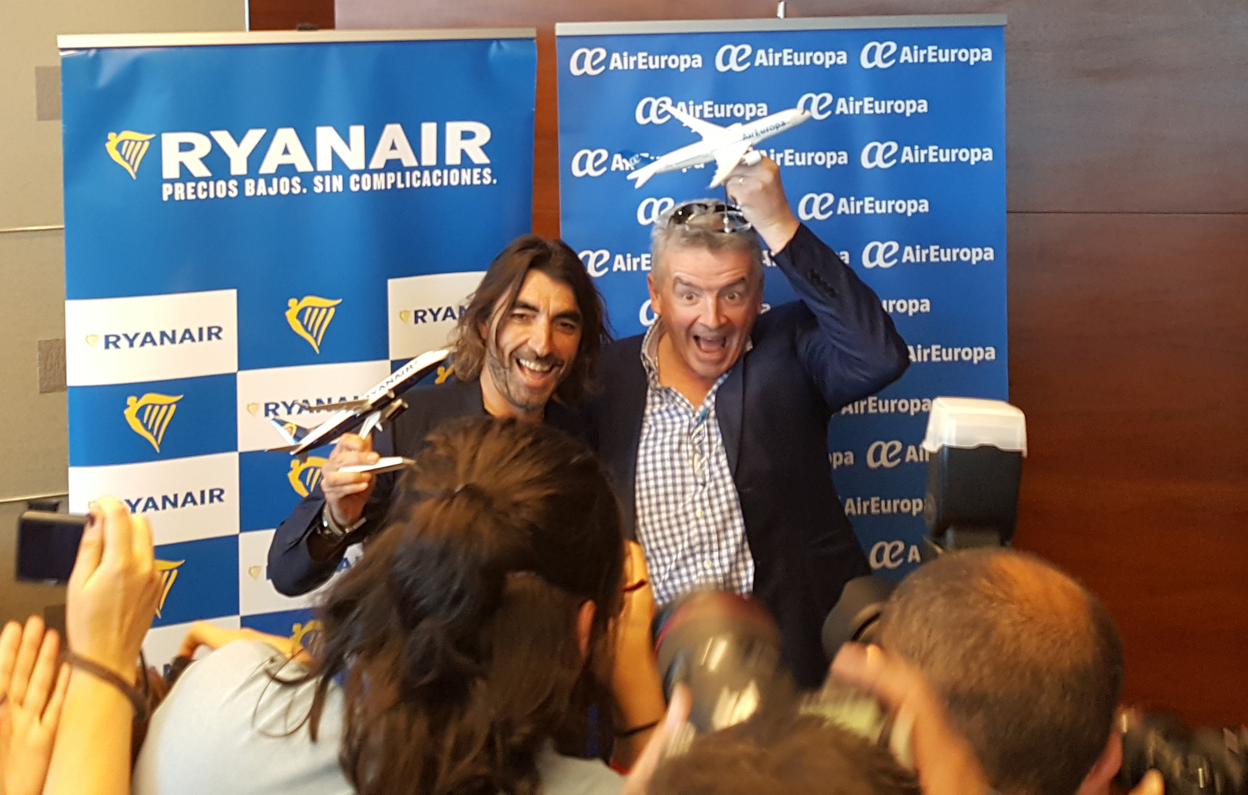 Javier Hidalgo  (t.v.), CEO hos Globalia Group og CEO Michael O´Leary fra Ryanair. (Foto: Ryanair)