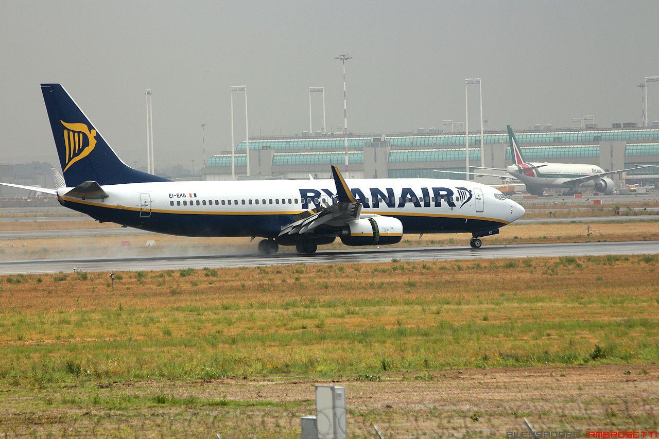 Et Boeing 737-800 fly fra Ryanair lander i Rom Fiumicino-lufthavnen. Foto: Alessandro Ambrosetti / Wikimedia Commons.
