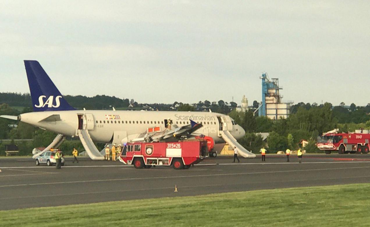 Airbus A319-100 med registreringen OY-KBR i Gdansk Lufthavn efter sikkerhedslanding. (Foto: Joris D. | Twitter)