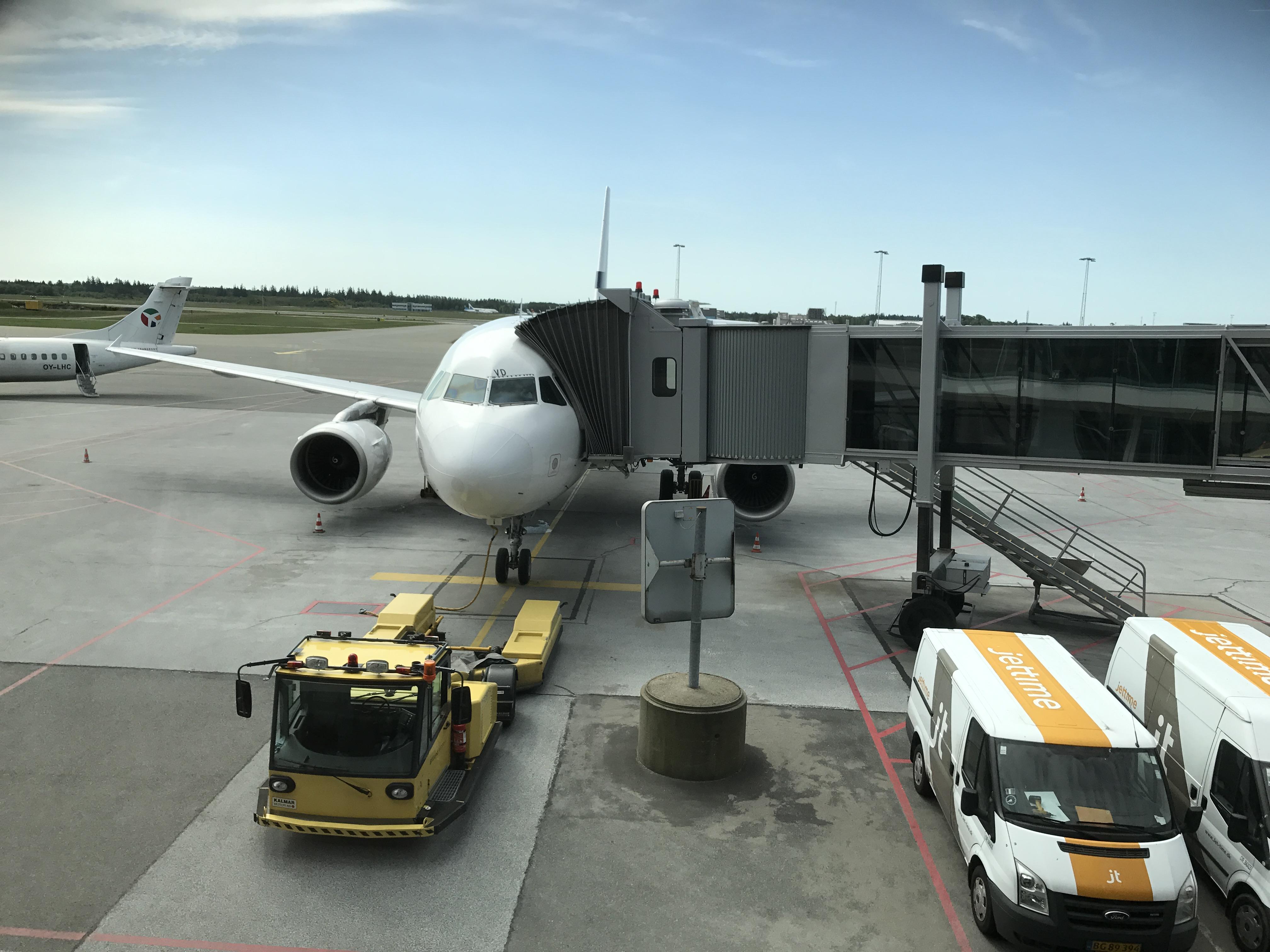 Finnairs A319 er klar ved gate 11 i Billund Lufthavn (Foto: Ole Kirchert Christensen)