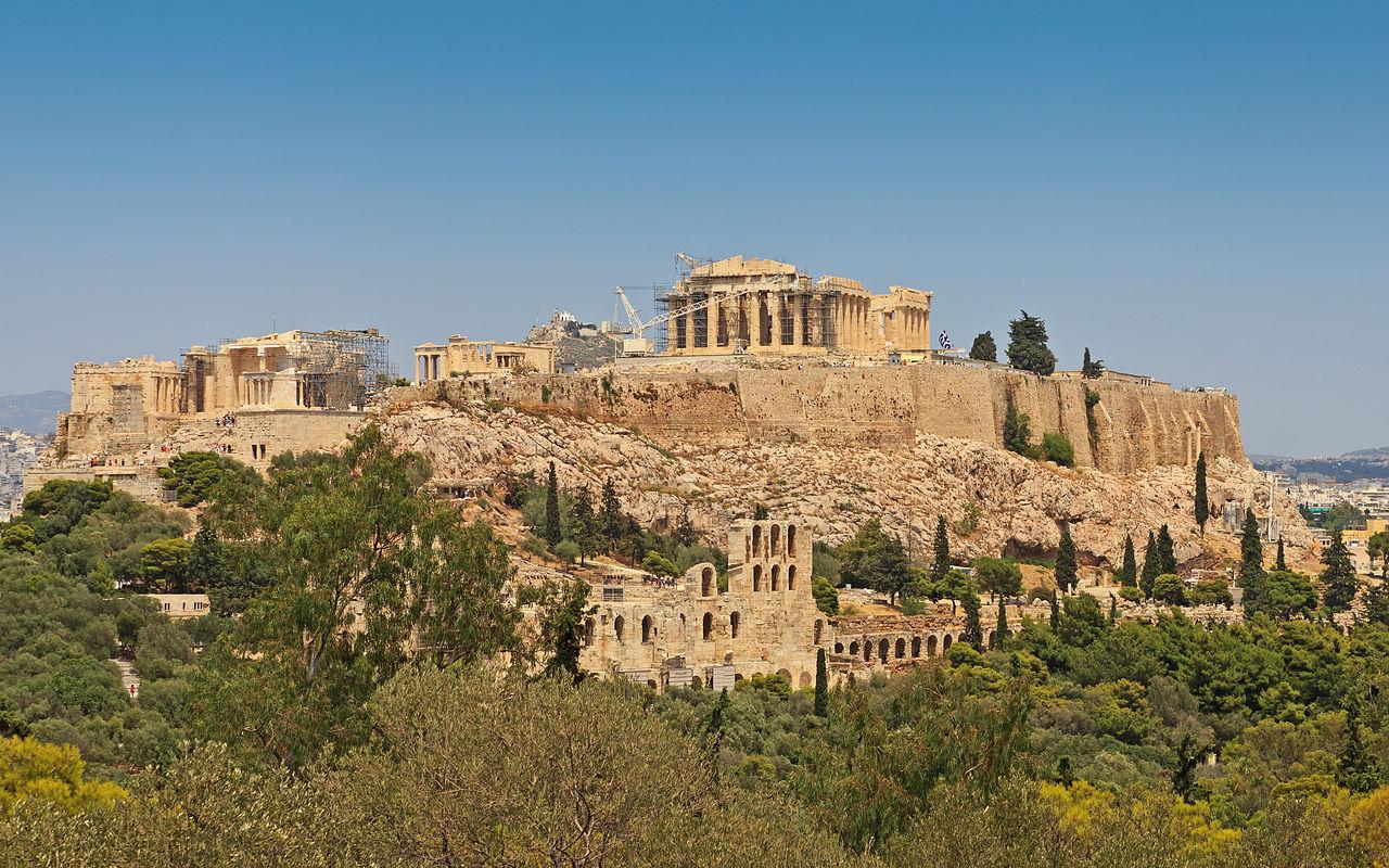 Akropolis troner over Athen. Foto: A. Savin / Wikimedia Commons.