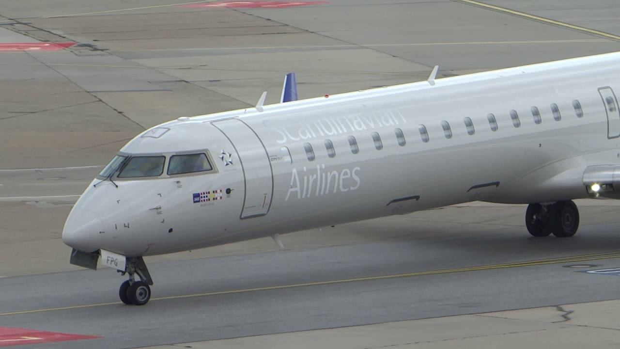 Bombardier CRJ900 (EI-FPG).