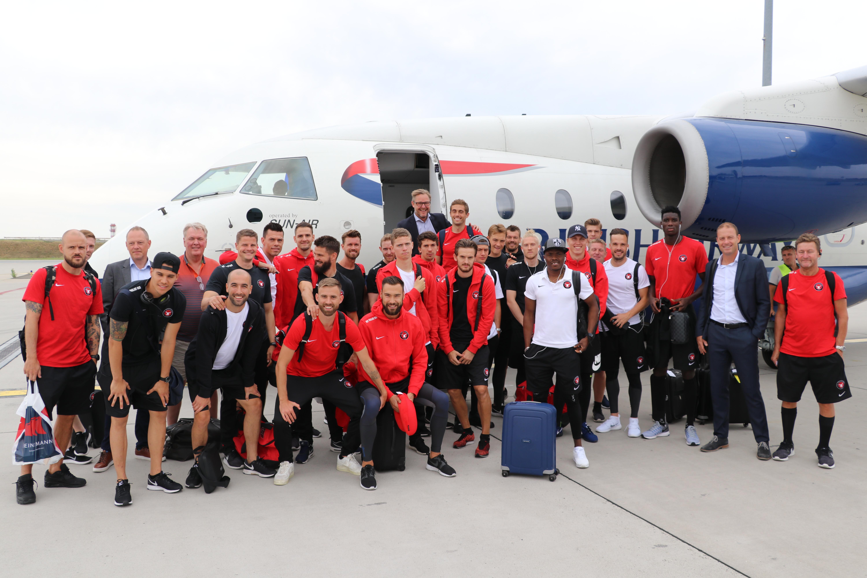 FC Miditjylland før afgang fra Billund til Budapest med Sun-Air. (Foto: Sun-Air)