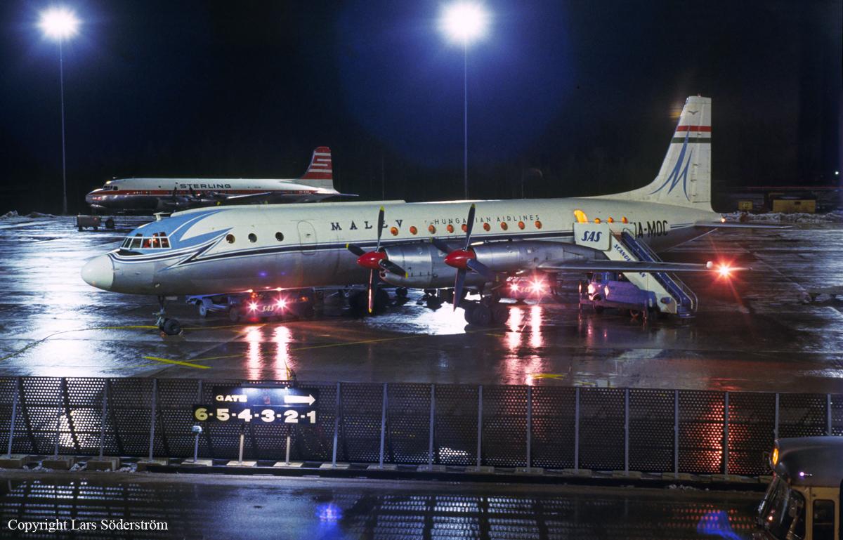 Ilyushin Il-18 flyet fra Malév fotograferet ved et besøg i CPH før havariet. (Foto: Lars Söderström)