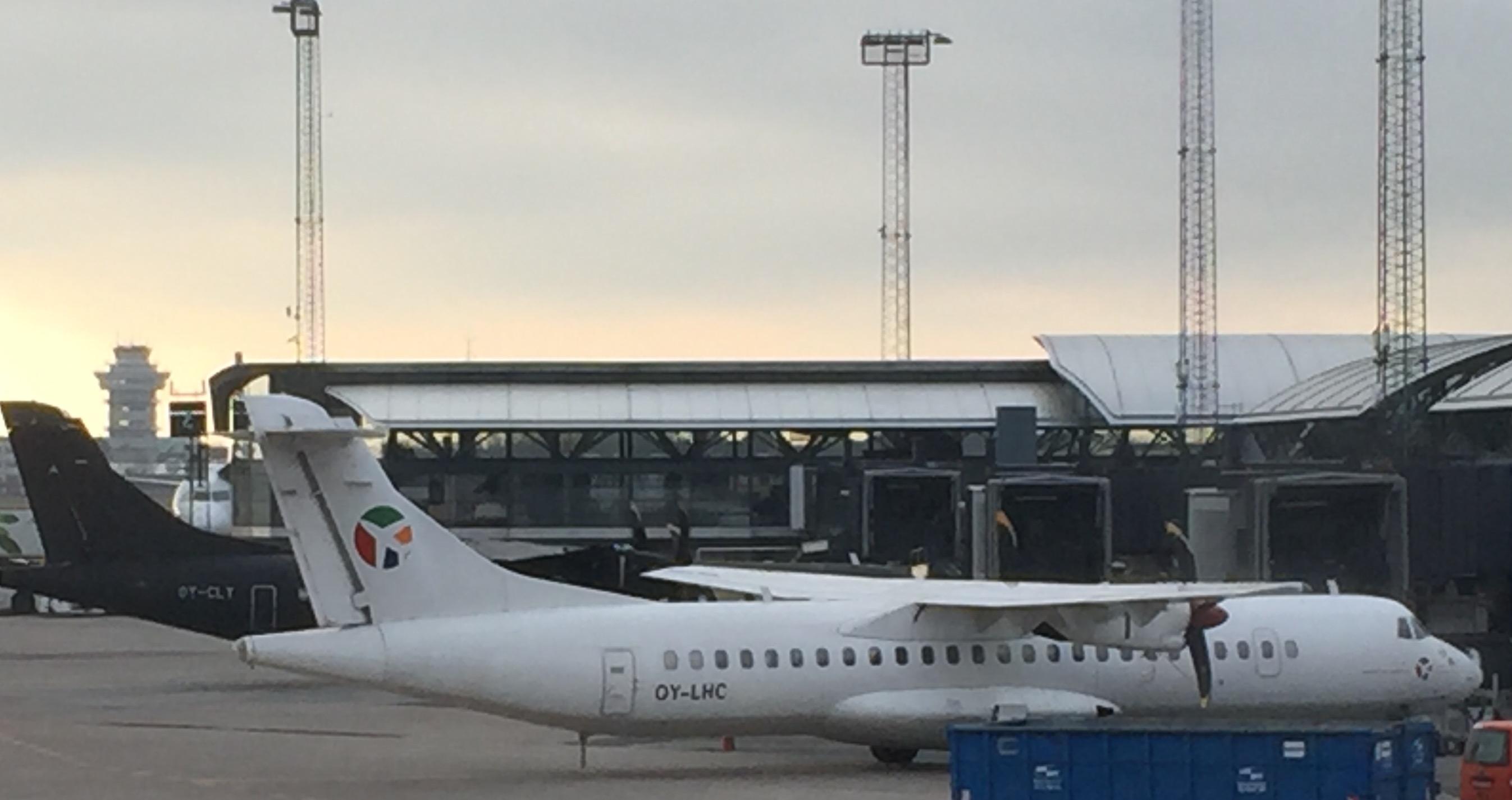 Indenrigsfly fra Alsie Express og Danish Air Transport ved Finger A i Københavns Lufthavn. Foto: Andreas Krog.