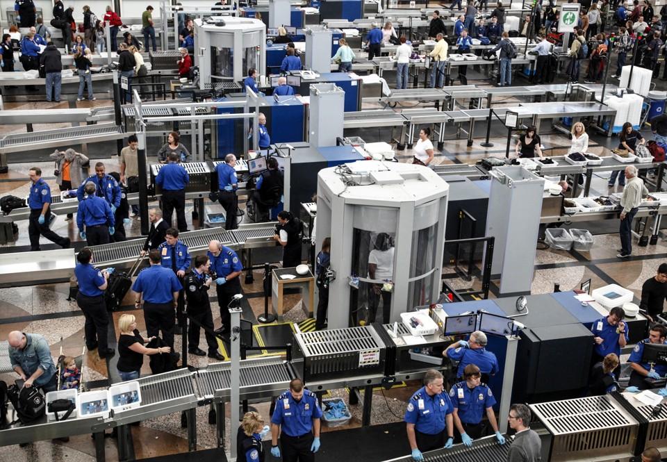 Sikkerhedskontrol i amerikansk lufthavn (Foto: Security Homeland Committee)